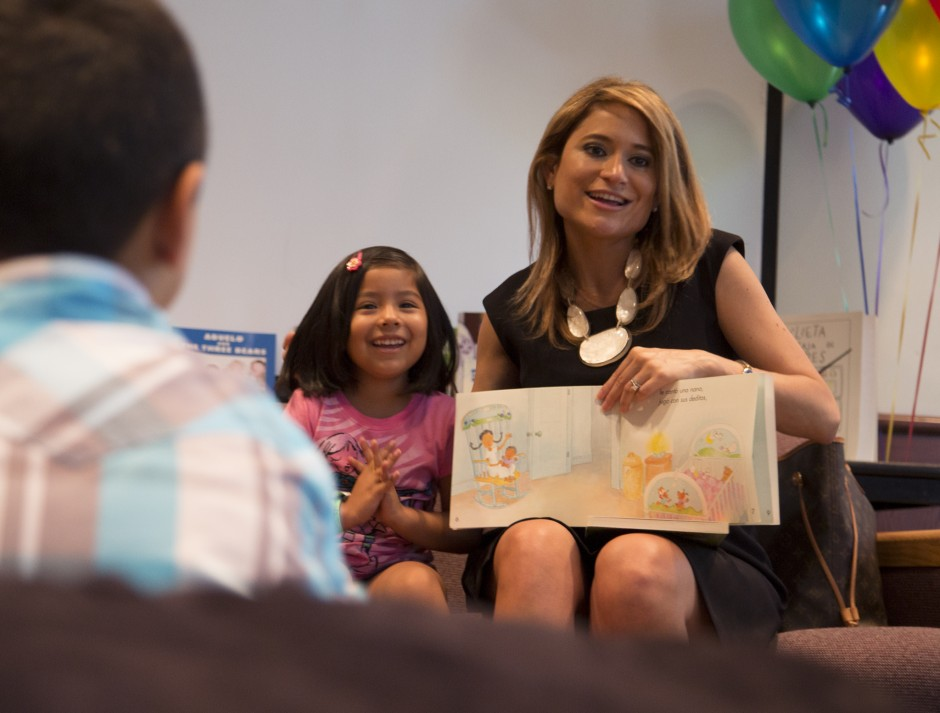 Photo of Univision anchor reading with child